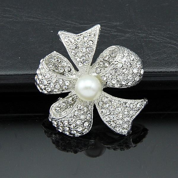 Rhinestone alloy silver plated brooch pearl with diamond brooch clothing accessories wholesale