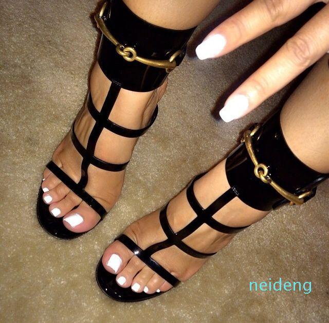 뜨거운 판매 골드 금속 발목 랩 레이디 드레스 하이힐 샌들 여름 오픈 발가락 가죽 디자이너 여성 신발 끈으로 스틸 레토 신발 펌프