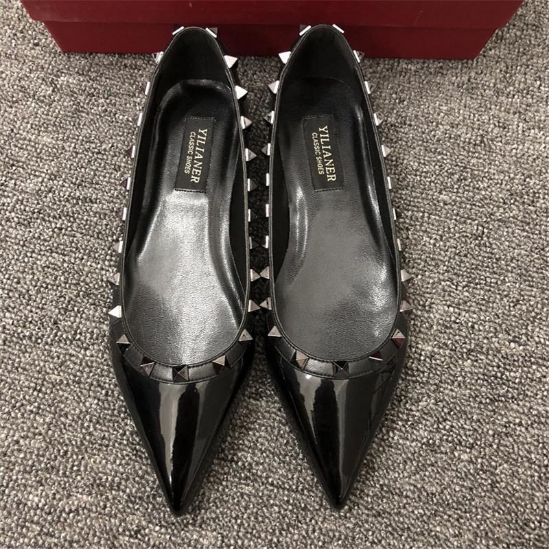 Mulheres Da moda de frete livre Designer Casual Couro Patente Preto espinhos cravados pés sapatos sapatos sapatos noiva sapatos de casamento novinhos em folha