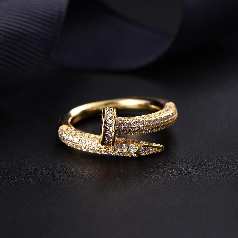 ventas directas de la red Moda Japón y Corea del Sur anillo del clavo personalizada pop rojo galvanoplastia de oro tendencia fábrica de joyas para customizatio
