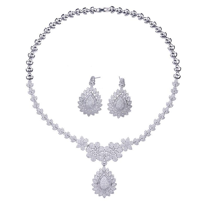 Bettyue Übertriebene Blumen Aussehen weiße Farbe Attraktive CZ Halskette Mode Ohrring Schmuck-Set für Frau Edel in der Partei