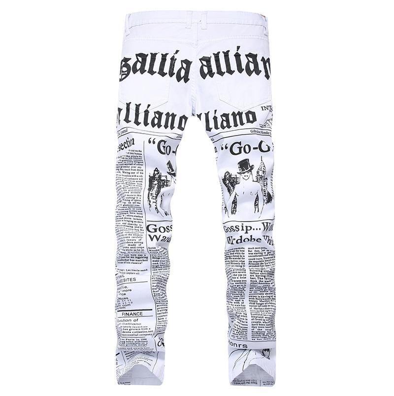 Мужская осень Denim брюки Письмо газетной печати вскользь белые штаны Мужчина Окрашенный Узкие джинсы Плюс Размер