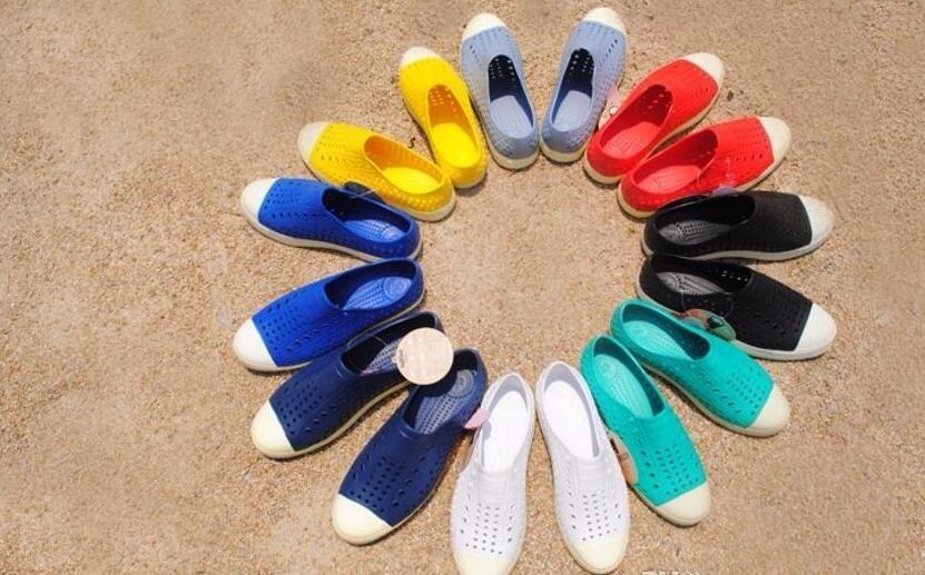 La vendita calda-all'ingrosso di trasporto del nuovo nativo Jefferson uomini della gelatina di estate foro amanti donne maschii sandali casual scarpe femminili 20 colori opzionali