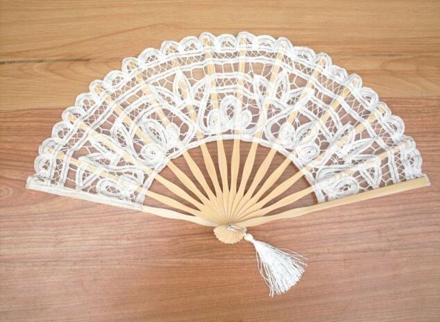 Vintage stile del palazzo fatto a mano d'Avorio Battenburg merletto del ricamo di nozze 27 centimetri di alta qualità Fan Donna mano Fan