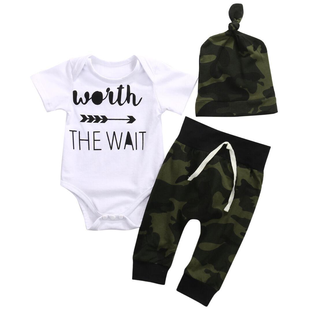 Младенческая новорожденного мальчика девочек хлопок с коротким рукавом письмо комбинезон комбинезон с камуфляж шляпа брюки 3 шт. Комплект одежды новый