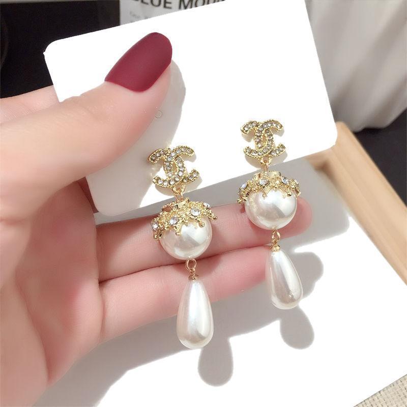 Prezzo di fabbrica famoso designer vite in acciaio al titanio con orecchini trapano apertura semicircolare con gli orecchini di perforazione per il regalo delle donne