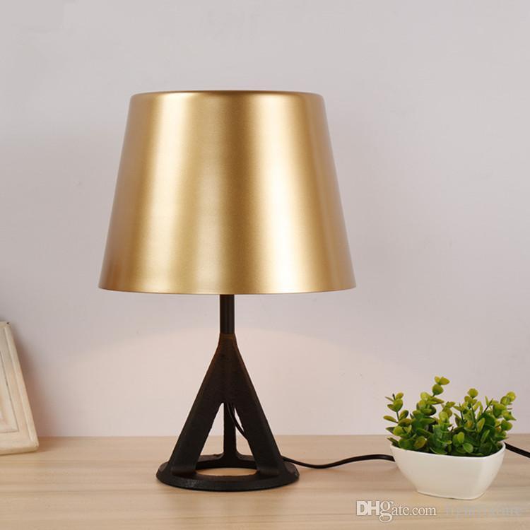 Norte Criativo Personalidade industrial Triangular ferro Abajur para cabeceira quarto Cabinet Office Desk Lamp
