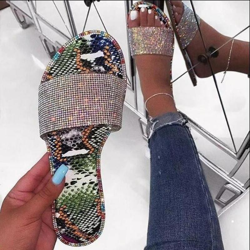Zapatos tirón del nuevo verano de las mujeres sandalias zapatillas de cristal del brillo de Bling plano femenino del color del caramelo señoras de los fracasos al aire libre diapositivas Hot Beach