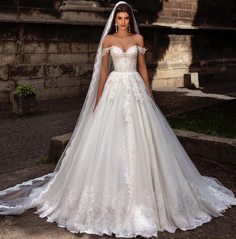 Vestidos de novia de nuevo diseño fuera del hombro Bustier Corpiño muy adornado con encaje Princesa A Line Vestidos de novia