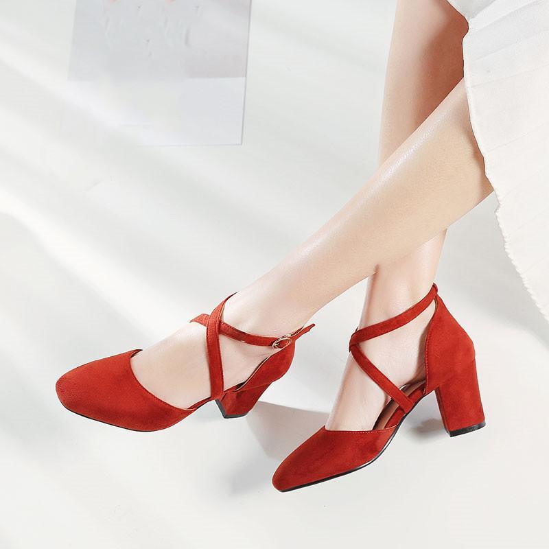 Salto YQBTDL Bloco Verão sapatos Mary Jane Cross Strap Buckle Red Preto camurça salto alto Mulher Sapatos Toe Praça Bombas vestido de festa