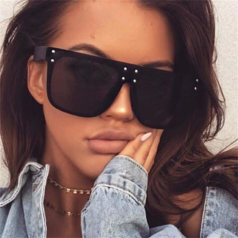New Flat Top Sun Glasses Oversized Goggles Mens Square Sunglasses Women Fashion Famous Brand Rivet Black Eyewear Gafas De Sol C19041601
