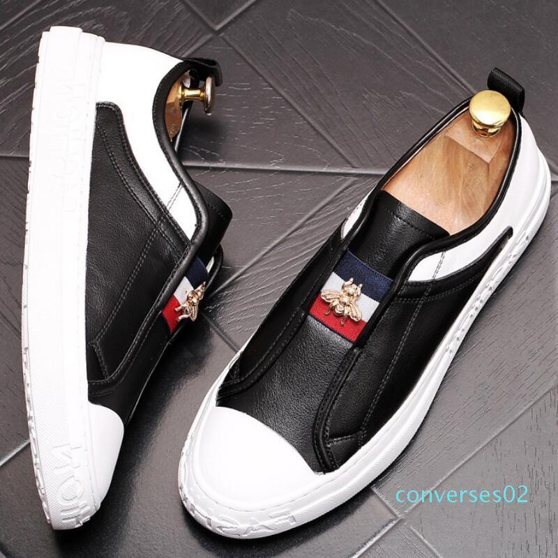 Couro pequenas sapato mocassim branco sapato sapatos de tabuleiro recreativas nova macia abelha sola de sapato estilista cinto elástico estrela sapatos CO02