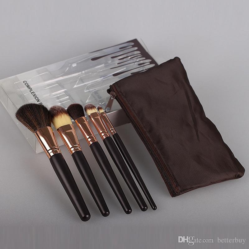Pennelli molto morbidi KJenner Cosmetics Strumenti professionali per il trucco Set da 5 pezzi Pennello per fondotinta in polvere