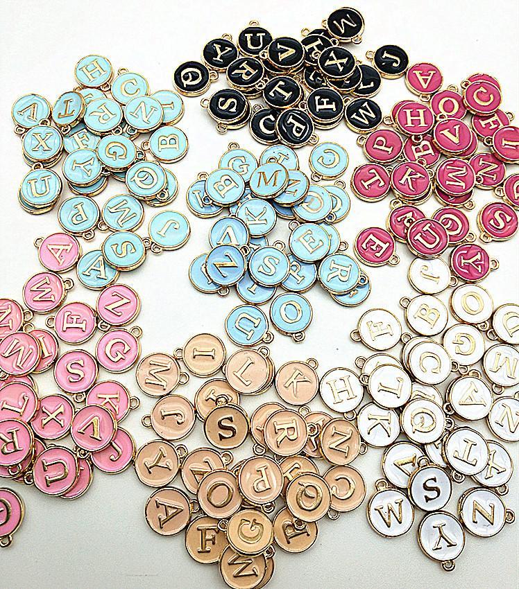 26pcs 12 * 14mm perles charmes de Majuscule couleur émail or rond lettre pendentifs initiales alliage fabrication de bijoux bricolage accessoires