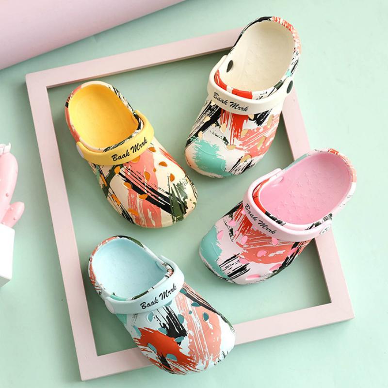 Estate Bambini Pantofole ragazze dei neonati EVA scarpe anti-scivolo del fumetto sveglio Scarpe Graffiti Cave inferiore molle casa Shoe 2020 Nuovo