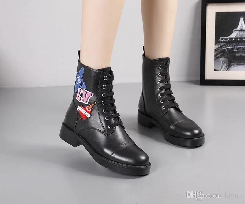 Imprimé rayures courtes Bottes crochet Boucle cuir lacées femmes bottes moto, bottes de qualité supérieure personnalité sauvage Femmes Martin 35-42 0036