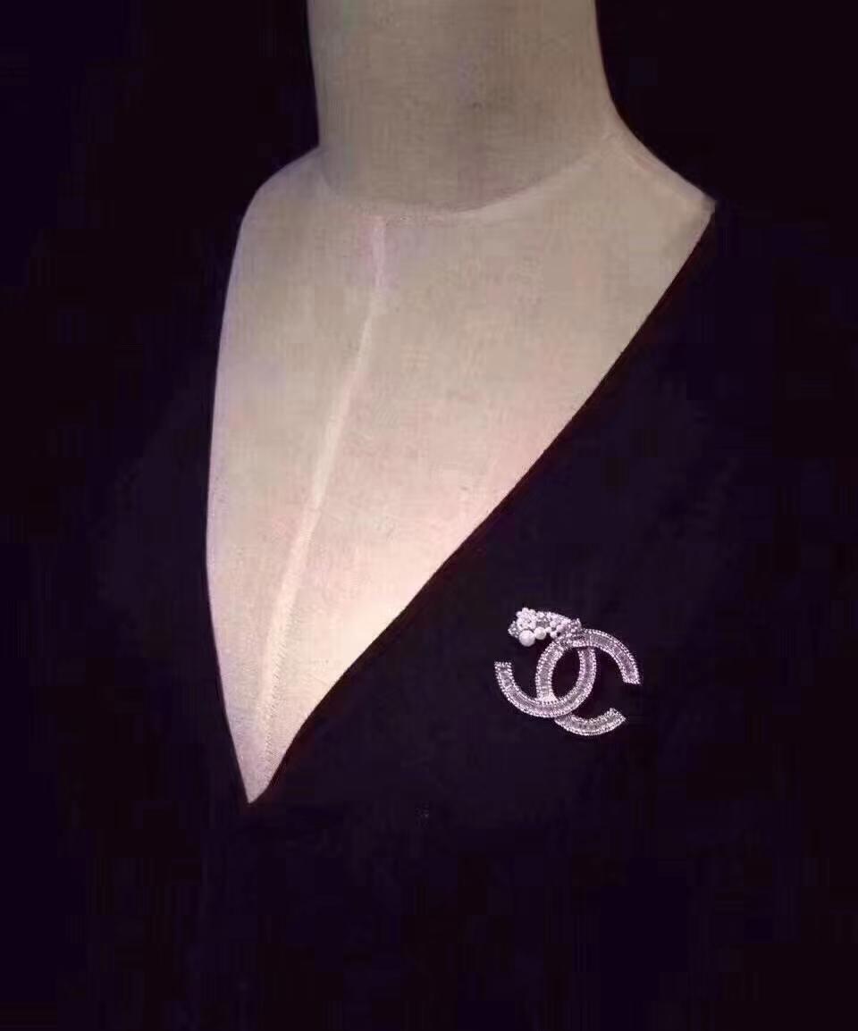 kutu ücretsiz kargo 1-057 ile Yeni stil broş 2020 popüler moda asil bayan broş