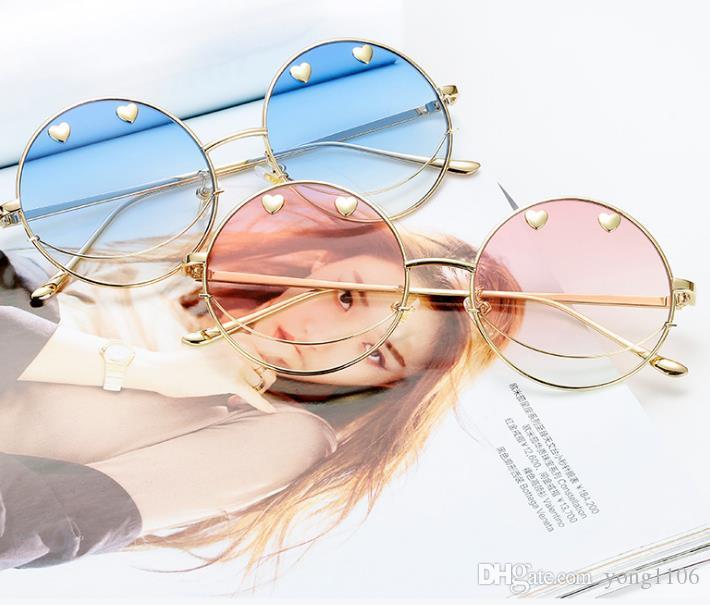 Las parejas de hip hop sonrientes visten nuevas gafas de sol y una personalidad de moda gafas en forma de corazón gafas de sol gafas de sol Fashion Boutique