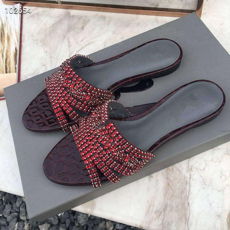 mulheres mais recentes modelos de primavera e verão nova moda chinelos de couro Existem três cores chinelos de couro sola gasta com caixa TAMANHO 34-41