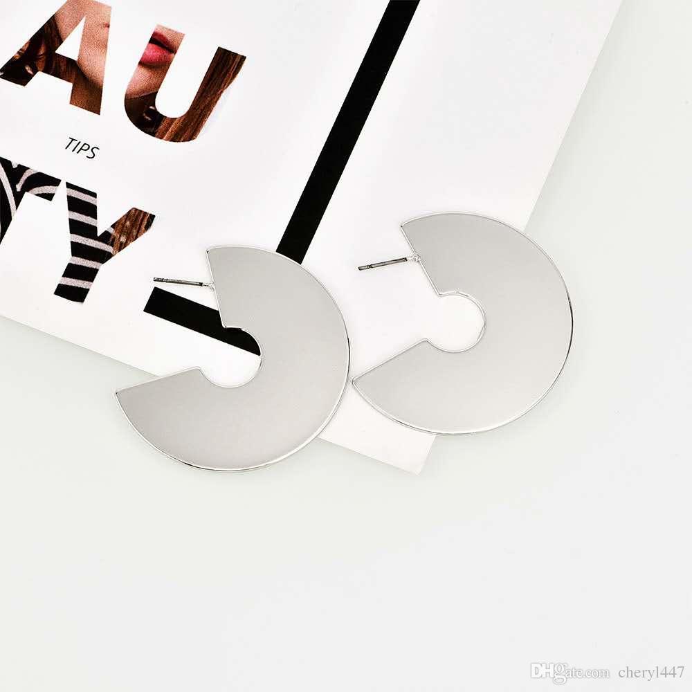 Qingdao European and American earrings new leopard pattern acrylic acrylic plate U - shaped female wish supply 2019 new