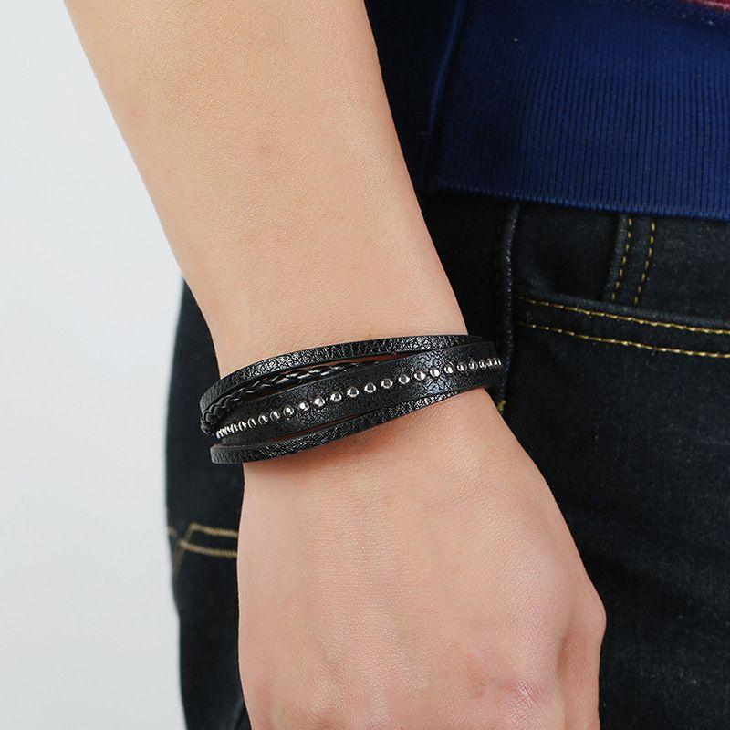 Braccialetto in pelle per uomo piccolo rivetto magnetico-chiusura in pelle di vacchetta intrecciata intrecciata multi layer wrap braccialetto uomo pulseras moda masculina