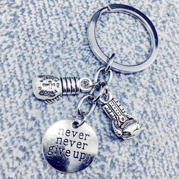 Yukarı Anahtarlık Vintage Gümüş Boks Anahtarlık Eldiven Craft Spor Tuşlar Araba Cüzdan Çanta Anahtarlık Çanta Takı Hediyeler İçin Kolye Never Give