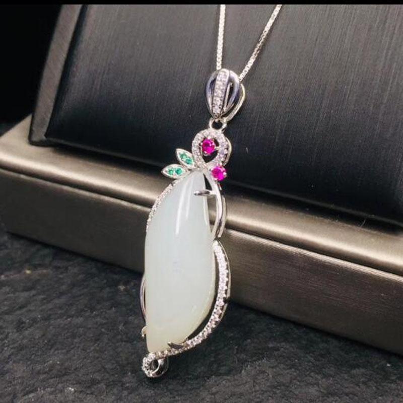 Forma natural del blanco chino de Hetian del jade con incrustaciones de color de la luna colgante de circón joyería de plata 925 collar para las mujeres de la Navidad Gif