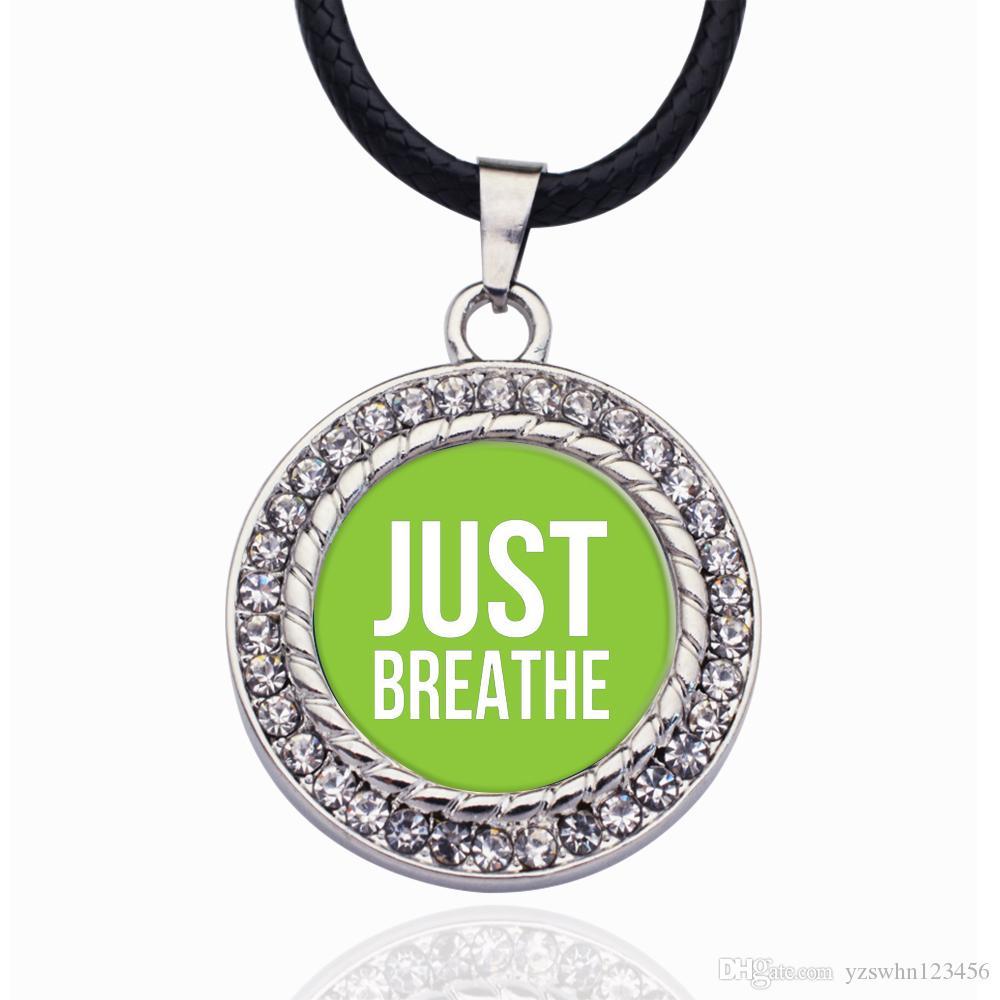 Sólo respira Collar NEGRO encanto del círculo redondo cristalino pequeño colgante regalos de la joyería elegante de las mujeres