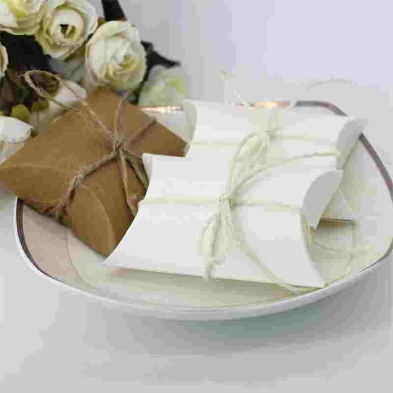 100 adet / grup Sevimli Kraft Kağıt Yastık Şeker Kutusu Düğün Hediyesi Şekeri Şeker Kutuları Ev Partisi Doğum Günü Tedarik Dekorasyon