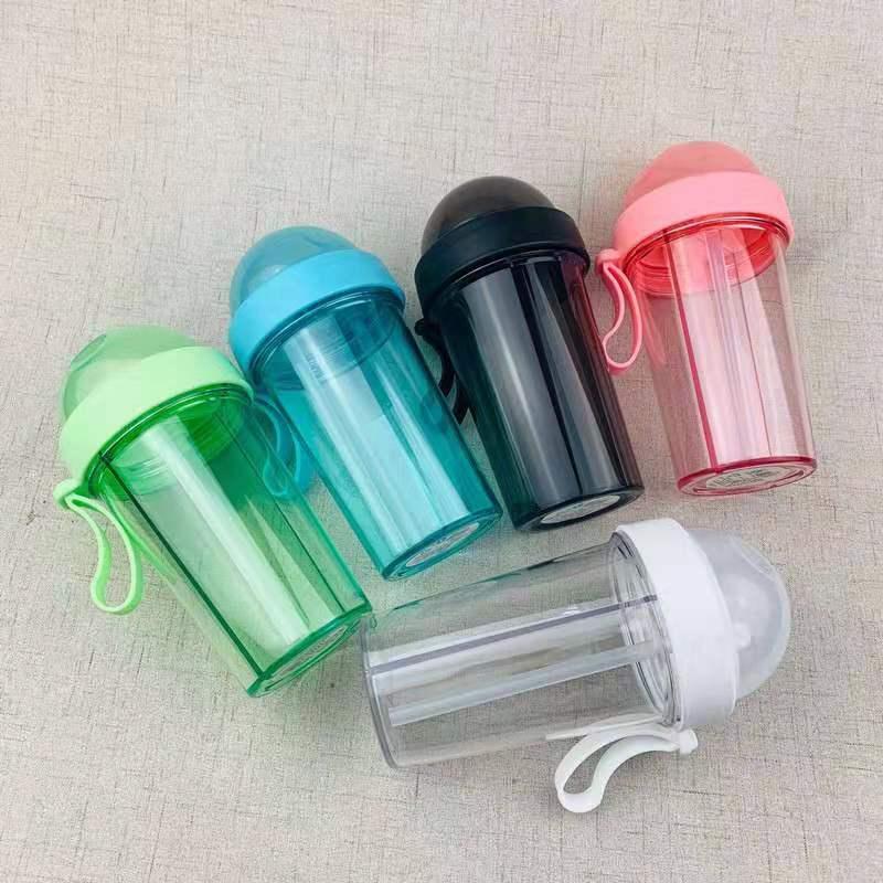 Double gobelets en plastique maigres de tasses avec le biberon de cadeau d'amant de sports en plein air de paille de couvercle tasses d'enfants tasse GGA2474