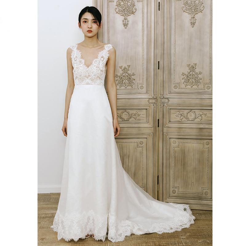 2020 vestidos de boda atractivo de encaje sin espalda de Bohemia Boho de la playa de los vestidos de novia una línea de tren de barrido hueco elegante cuello en V vestidos de boda