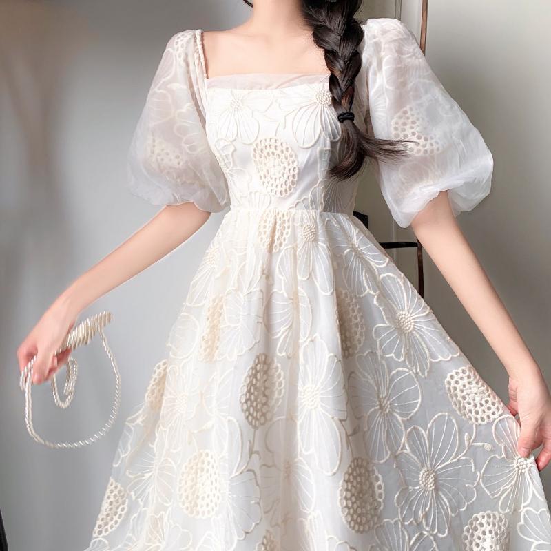 Midi женщин платья лето 2020 Новый французский Урожай Западный стиль платье Женский Puff Sleeve Lace выдалбливают Sexy Party Корея