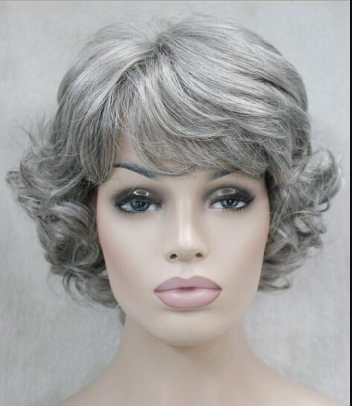 Parrucca resistente al calore parrucca Spedizione gratuita Moda grigia grigiastro Donne anziane signore Parrucca soffice sintetica quotidiana D175 H