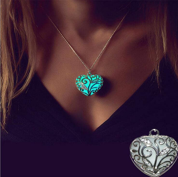 Vente chaude lueur dans l'obscurité collier pour femmes creux coeur pendentif lumineux colliers femme petite amie fille maman bijoux de mode cadeau