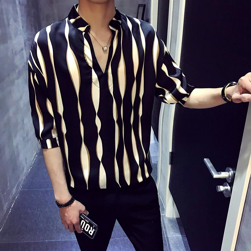 2018 New Summer Stripes Loose Half Men manches T-shirt Version coréenne V - cou Cuff Handsome Moyen T-shirts manches hommes
