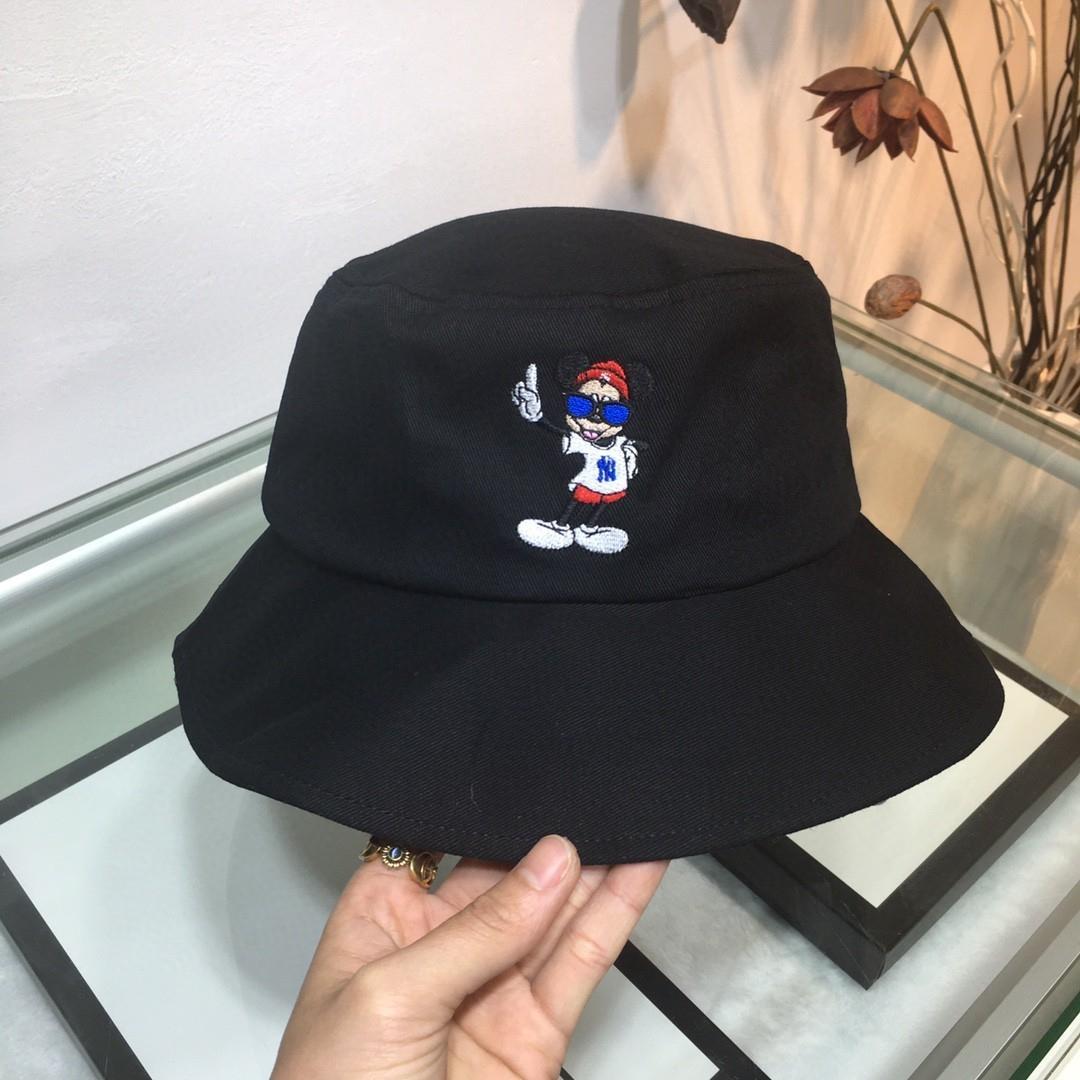 2020 neue Art und Weise Frau Bowler-Hut Sets Neuesten Anzug warme Kappe Sommer