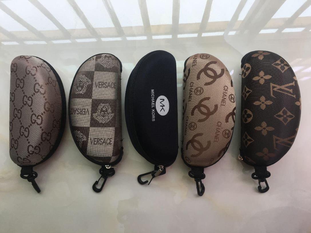 10PCS는 선글라스 남성 여성 지퍼 상자의 경우 고전적인 편지 디자인 고전 브랜드 태양 안경 케이스, 청소 천 상자