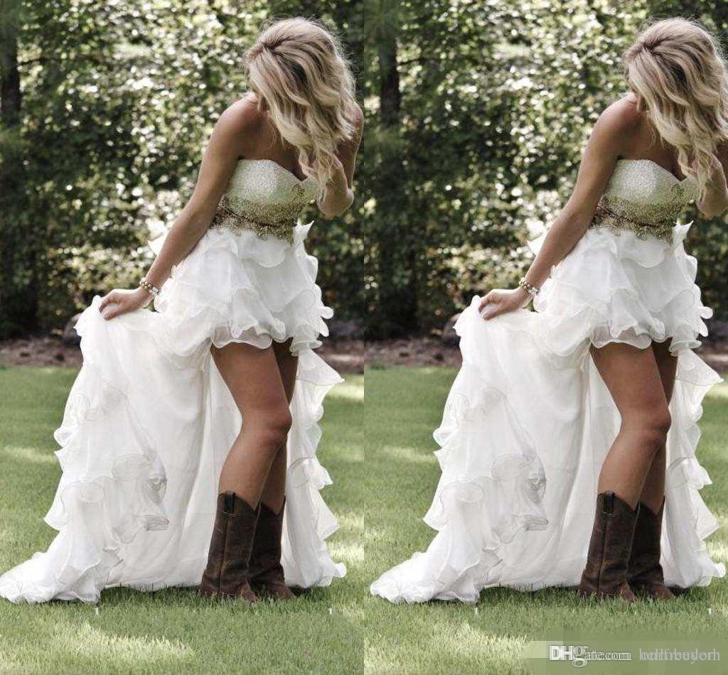 겸손한 높은 낮은 국가 스타일 비치 웨딩 드레스 2018 아가 하트 프릴 Organza 비대칭 맞추어 하이 - 로우 화이트 신부의 신부 가운