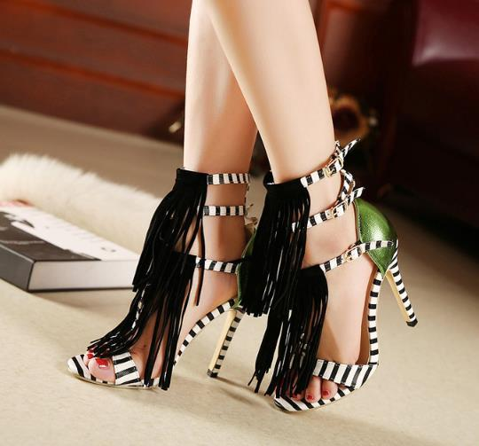 Yeni kadın moda sandalet zebra bileği kayış seksi içi boş stiletto topuklar banket elbise ayakkabı kadın ile püskül