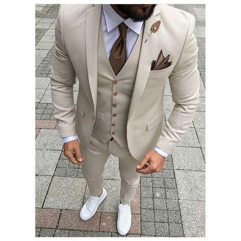 Últimas Pant Brasão Designs Bege Homens Suit Prom Smoking Slim Fit 3 peça noivo ternos de casamento para homens Personalizado Blazer Terno Masuclino