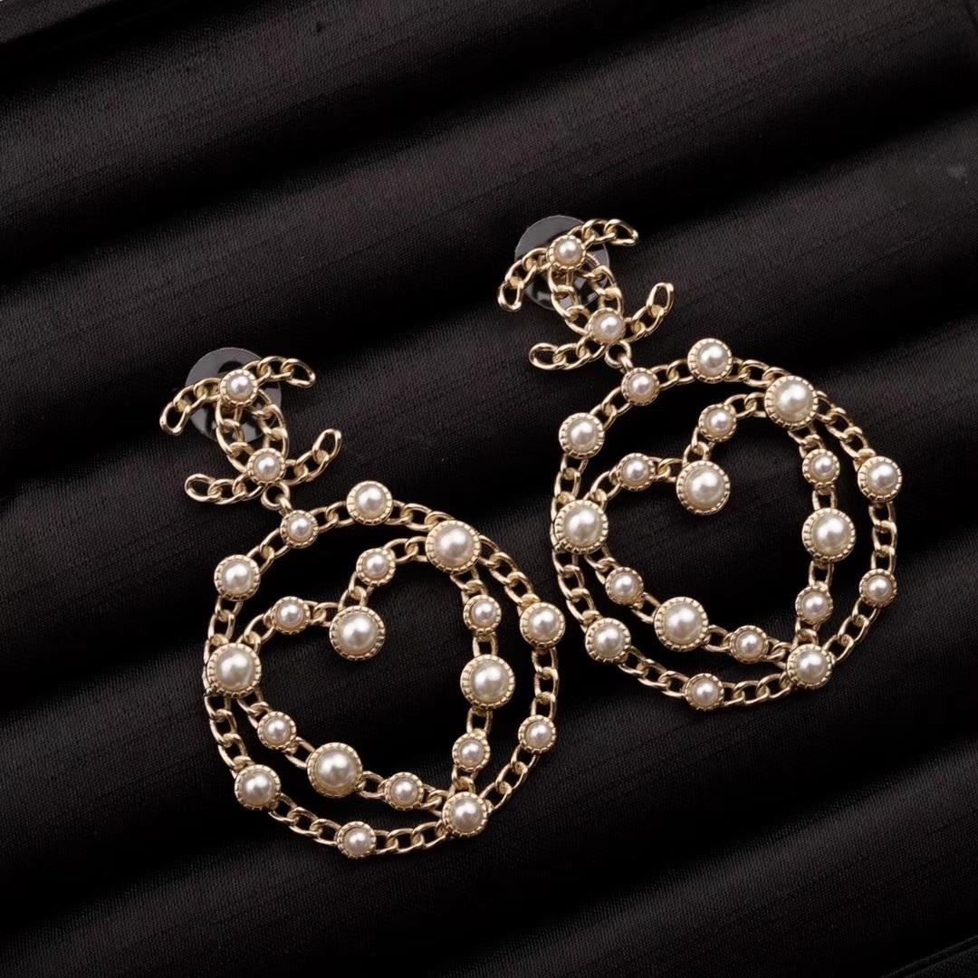 Im Jahr 2020, direkt ab Werk Verkauf neue heiße Art kleine Ohrringe Mode-Accessoires, joker Gezeiten exquisite Ohrringe, Mode und Persönlichkeit h beschmutzt