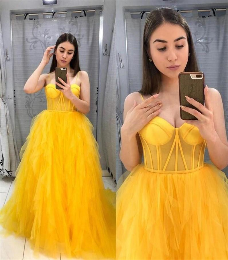 2021 حفلة راقصة صفراء ترتدي ملابس سهرة رسمية فساتين مسائية مكشوفة
