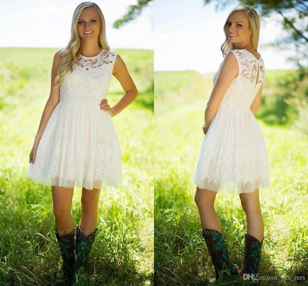 2020 nouvelle robe de demoiselle d'honneur de dentelle ivoire pas cher robes une ligne bijou cou sans manches pays jardin bref mini soirée de fête de mariage robes de commentaires