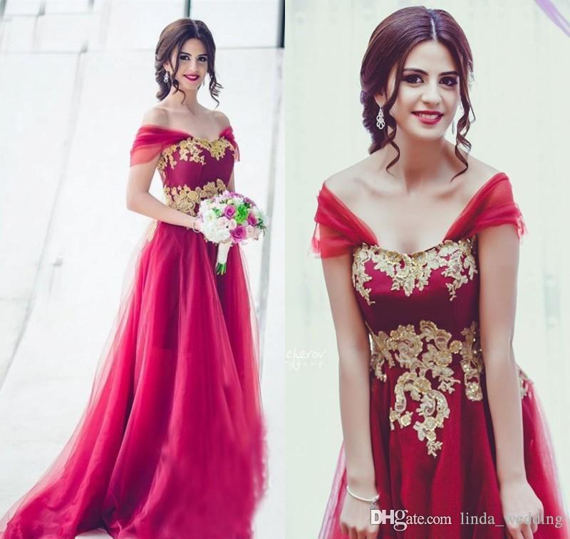2019 Arabic Dubai Modest Gold Appliques Rosso Damigella d'onore Vestito dalle spalle Una linea Matrimonio Guest Maid of Honor Gown Plus Size Custom Made