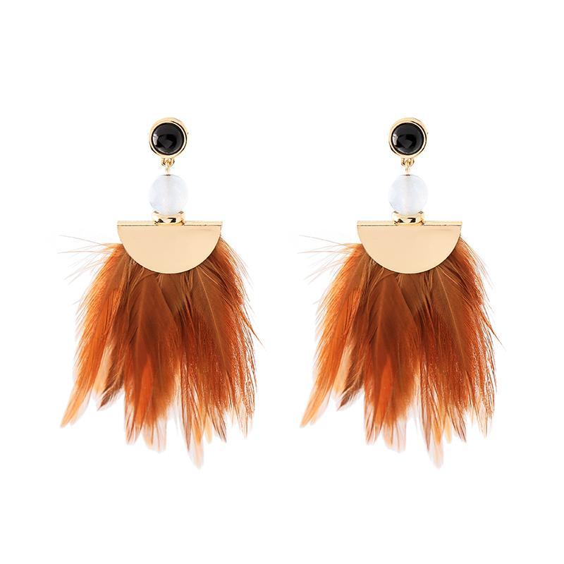 KISS ME Hyperbole Color natural Pendientes de gota de la borla de la pluma para los regalos de las mujeres Nueva resina negra cuelga los pendientes Accesorios de moda