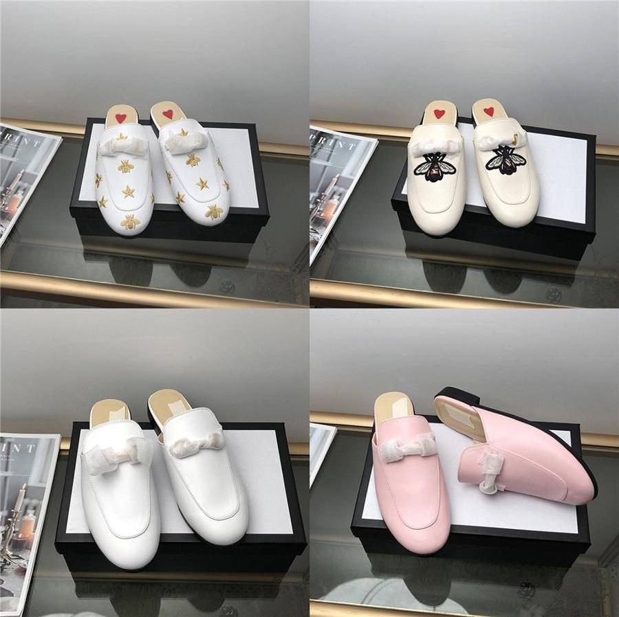 2020 Sommer-beiläufige Frauen Sandalen Metall Dekoration Mode Low Quality Sandalen Leder Outdoor Open Toe Cozy Frauenschuhe # 723