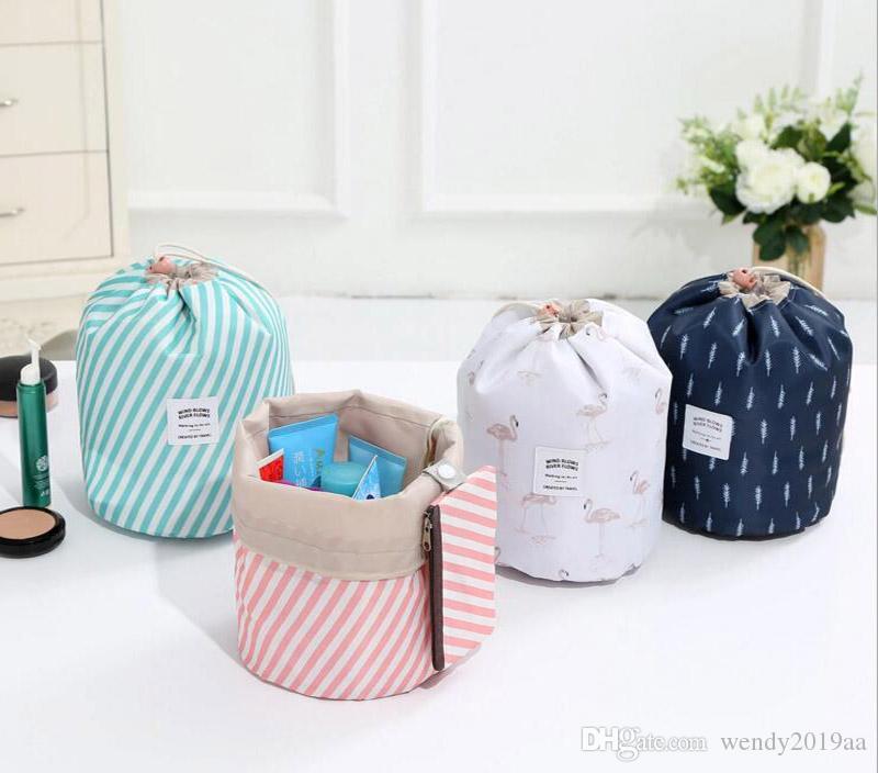 برميل شكل حقيبة مستحضرات التجميل النساء أكسفورد هندسة الطباعة عالية السعة الرباط غسل أكياس