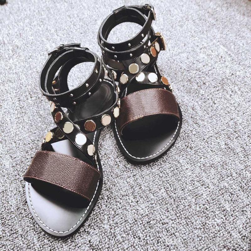 Модельер дамы сандалии на высоких каблуках супер звезда дамы заклепки сандалии, чтобы отправить обувь коробка бесплатная доставка размер 35-42