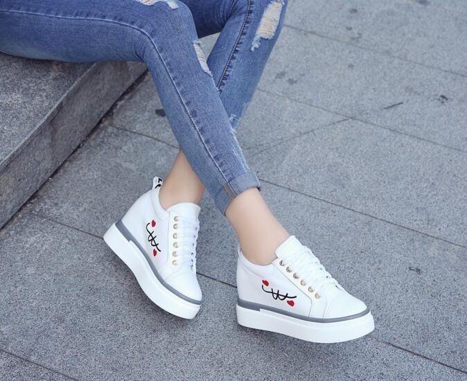 Aumento de la altura de las mujeres pisos zapatillas deportivas de skate al aire libre zapatos de entrenamiento de fitness niñas estudiante patineta zapatos mujeres