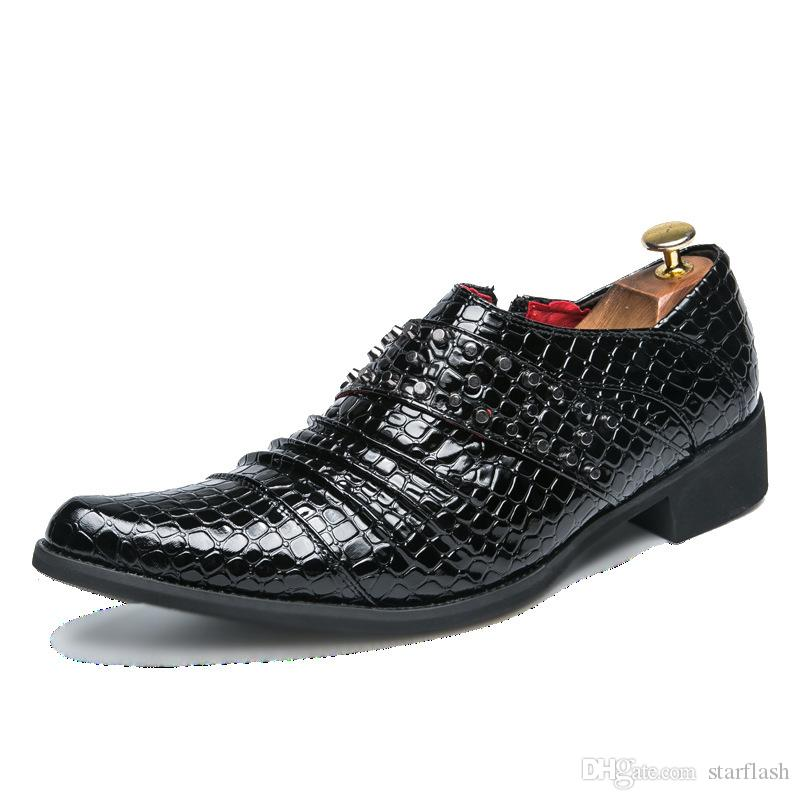 2019 Men Dress Shoes Punta a punta Designer Rivet Mocassini da uomo Business Formal Shoes Scarpe da sposa in pelle nere Oxford Q-502